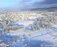 Sanok pokryty śniegiem. Niezwykłe, zimowe krajobrazy uchwycone w słoneczny dzień (ZDJĘCIA)