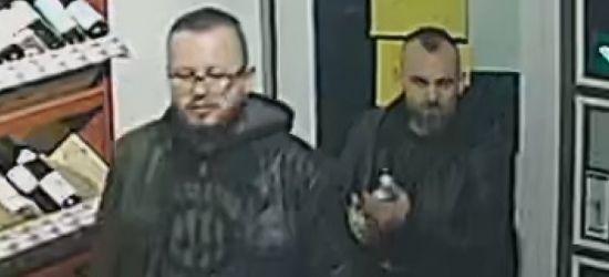 Wizerunki mężczyzn podejrzewanych o usiłowanie zabójstwa! Szuka ich policja
