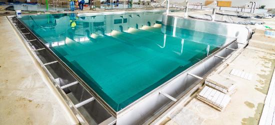 Baseny napełnione wodą. Sanoczanie będą mogli pływać już we wrześniu! (FOTO)