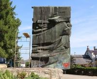 SANOK: Rozpoczął się demontaż pomnika wdzięczności żołnierzom radzieckim (ZDJĘCIA)