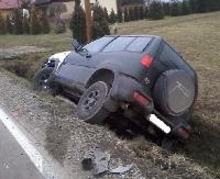 Auto w rowie. Kierowca pijany (ZDJĘCIA)