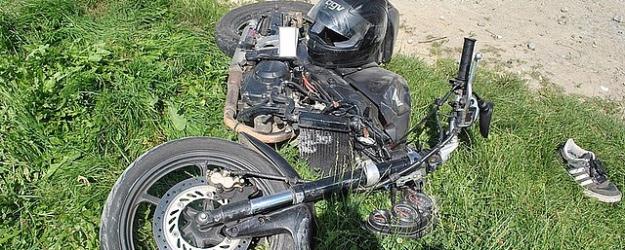 15-letni motocyklista nieprawidłowo wyprzedzał busa. Po zderzeniu trafił do szpitala (ZDJĘCIA)
