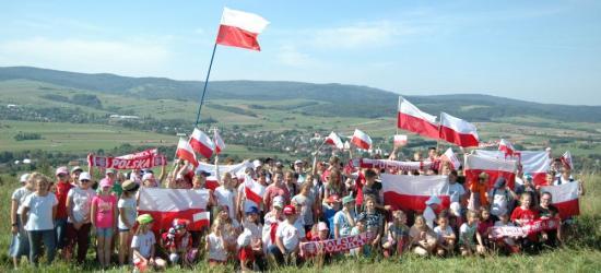 BUKOWSKO: Dzieciaki z biało-czerwoną. Niepodległościowy Rajd Pieszy (FOTO)
