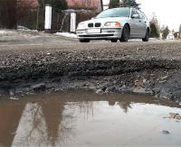 Miasto chce remontować ulice na Dąbrówce. Dokumentacja złożona, choć szansa na dofinansowanie marna (FILM)