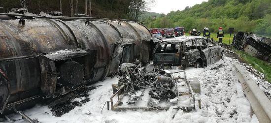 Zablokowana krajowa 19! Cysterna w płomieniach, kierowca w krytycznym stanie! (VIDEO)