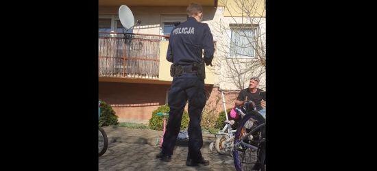 Poszedł z dziećmi na plac zabaw. Interwencja Policji (VIDEO)