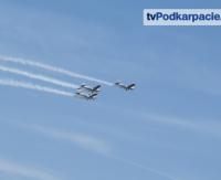 Od replik wojennych po współczesne samoloty. Tłumy podczas pokazów lotniczych w Krośnie (WIDEO)