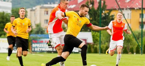 PIŁKA NOŻNA: Bez bramek w meczu LKS-u z Piastem (ZDJĘCIA)