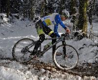 Rowerowe ściganie na śniegu. I Mikołajowy Wyścig MTB XC w Sanoku (ZDJĘCIA)