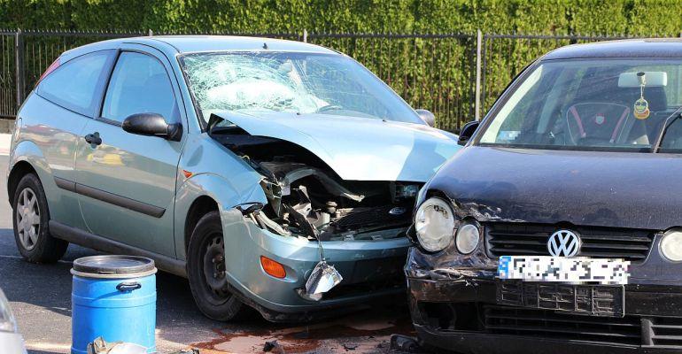 SANOK: Groźne zderzenie trzech osobówek na krzyżówce (FOTO)