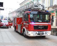 KRONIKA STRAŻACKA: Pożar w kontenerze, niebezpiecznie na drodze i lodowe nawisy nad głowami