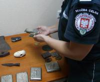 Groty oszczepu, siekiery i narzędzia kościane sprzed tysięcy lat! Ukrainiec tłumaczył, że sam je znalazł (ZDJĘCIA)