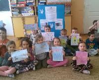 """Przedszkolaki z """"dwójki"""" wysyłają listy do chorych dzieci (ZDJĘCIA)"""