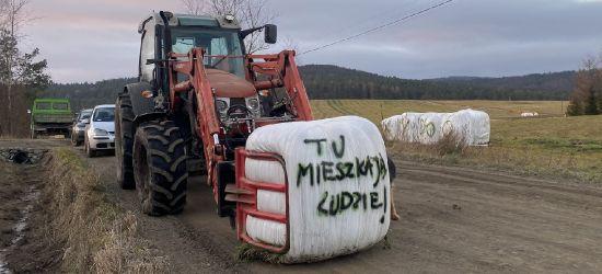 """GMINA KOMAŃCZA: Pokojowy protest w Wysoczanach. """"Mamy już dość!"""" (ZDJĘCIA)"""