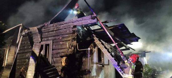 PODKARPACIE. Nocny pożar domu. Z ogniem walczyło 8 zastępów straży pożarnej (ZDJĘCIA)