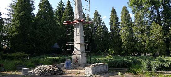 """NADESŁANE: """"Odnawiają obelisk Armii Radzieckiej? Za nasze pieniądze?"""" (FOTO)"""