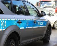 KRONIKA POLICYJNA: Poturbowana piesza, upadek na betonową posadzkę i jazda na podwójnym gazie bez uprawnień