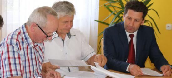 """GMINA ZAGÓRZ: Burmistrz składa sprawozdanie i opuszcza sesję. Przewodniczący wie, że pojechał do Rzeszowa. Po co? """"Dowiem się z kolejnego sprawozdania"""" (FILM)"""