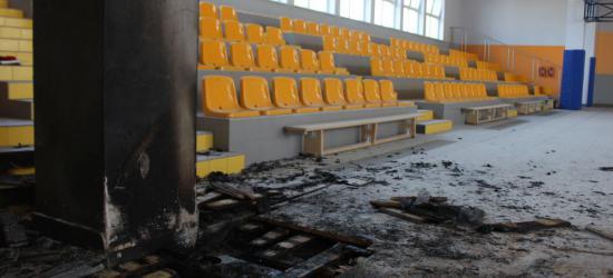 """Pożar w hali I LO w Sanoku. Dym zauważyli sportowcy przebywający na """"Wembley"""" (ZDJĘCIA)"""