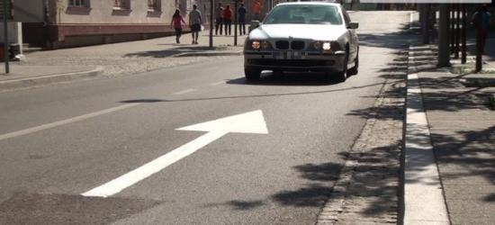 Kierowcy jeździli, czy nie jeździli pod prąd? Sprzeczne oznakowanie wprowadziło zamieszanie w centrum (FILM, ZDJĘCIA)