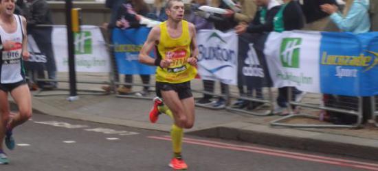 W niecałe dwie i pół godziny przebiegł maraton. Londyński wyczyn Dziewińskiego (ZDJĘCIA)