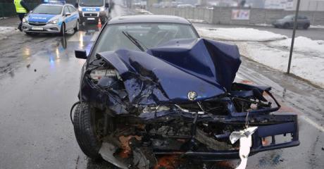 Zderzenie BMW z Mercedesem (ZDJĘCIA)