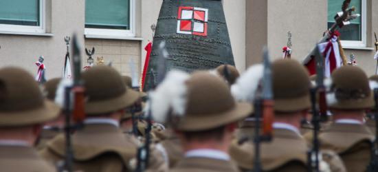 """,,Brakuje nam ich dziś i będzie brakować w przyszłości"""". W Rzeszowie odsłonięto pomnik smoleński (VIDEO, ZDJĘCIA)"""