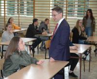 GMINA BUKOWSKO: Mistrzowie wiedzy o Sejmie RP. Uczniowie odpowiadali na pytania (ZDJĘCIA)