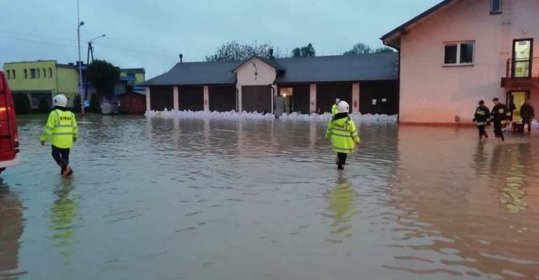 POWIAT BRZOZOWSKI: Zalane drogi, domy i pola. Skutki gwałtownych opadów (ZDJĘCIA)