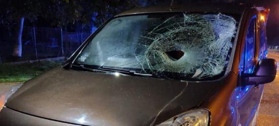 BESKO. Potrącenie pieszego. Dziura w szybie samochodu (ZDJĘCIA)