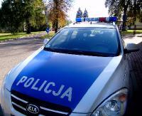 KRONIKA POLICYJNA: Nietrzeźwy wjechał w ogrodzenie, jazda bez uprawnień i wypadek w gospodarstwie