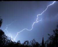 OSTRZEŻENIE: Burze z ulewnym deszczem i gradem. Porywisty wiatr. Na Podkarpaciu drugi stopień