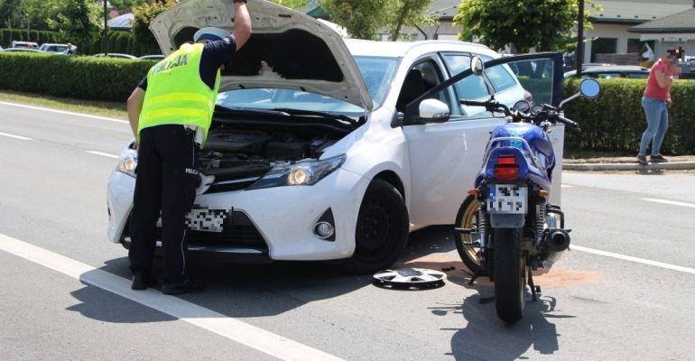 Wypadek w Lesku. Motocyklista ze złamaną ręką (ZDJĘCIA)