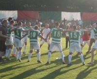 III liga w Nowotańcu! Cosmos pokonuje Przełom Besko 2:0 i fetuje ogromny sukces (FILM, SKRÓT)