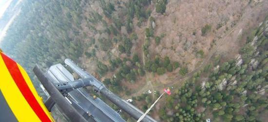 Wypadek podczas ścinki drzew w Bieszczadach. GOPR i LPR w akcji (ZDJĘCIA)