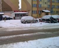 PARKOWANIE PO SANOCKU: Miało być bezpieczne przejście dla pieszych, a jest prywatny parking (ZDJĘCIA)