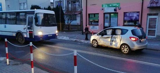 AKTUALIZACJA / ZAGÓRZ: Zderzenie autobusu z osobówką (ZDJĘCIA)
