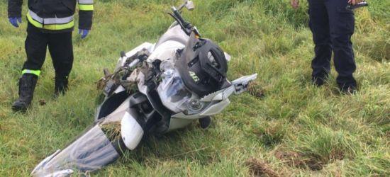 Groźnie podczas wyprzedzania. Ranny motocyklista (ZDJĘCIA)