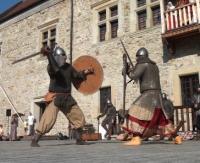 Chrzest Mieszka I oraz zacięte pojedynki rycerzy na dziedzińcu zamku (FILM, ZDJĘCIA)