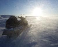 Silny wiatr spotęguje odczucie zimna. Możliwe zawieje śnieżne