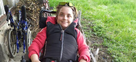 Niepełnosprawna obawia się, że przez warunki mieszkaniowe zostanie rozdzielona z matką. Kto jej pomoże?