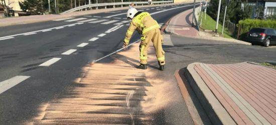 Wielka plama substancji ropopochodnej na głównych ulicach Zagórza (ZDJĘCIA)