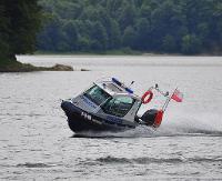 AKTUALIZACJA: Tonący jacht na środku Jeziora Solińskiego. Żaden z rozbitków nie miał kamizelki ratunkowej (ZDJĘCIA)
