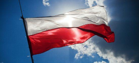Rządzący chcą zmian w hymnie Polski! Wpadka posła (VIDEO, ANKIETA)