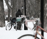 Leżał w śniegu i mógł zamarznąć. Miał trzy promile alkoholu w organizmie