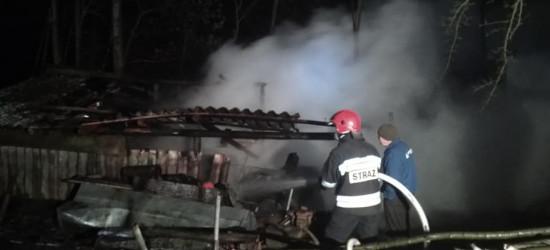 Spalił się ciągnik i sporo składowanego drewna (FOTO)