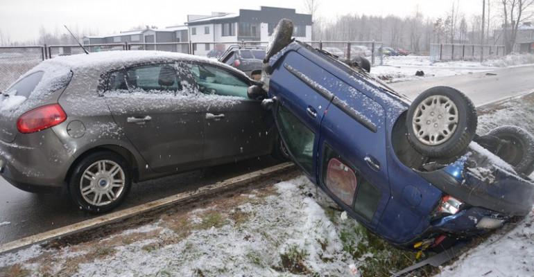 REGION: Wypadek z udziałem trzech samochodów (FOTO)