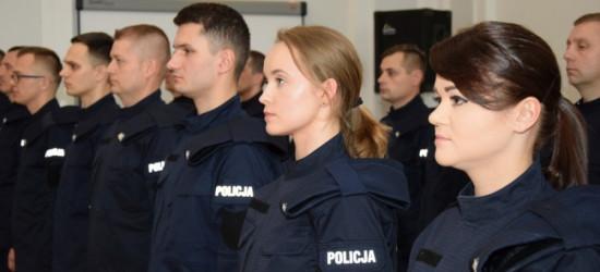 """17 policjantów ślubowało """"…służyć wiernie Narodowi…"""" (FOTO)"""