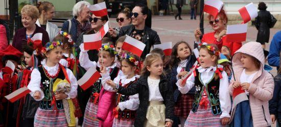 Piękne występy wspaniałych sanockich przedszkolaków z biało-czerwoną! (FILM, ZDJĘCIA)