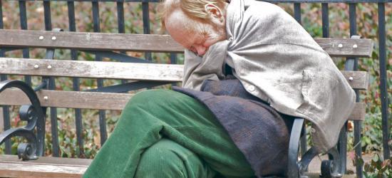 Pijany 55-latek uratowany przed wychłodzeniem